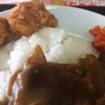 平和食堂 - 自慢のポークカレーセット 900円→500円   カレー、唐揚げ2個、味噌汁