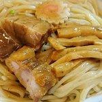 64419523 - 東京煮干中華そば 三三㐂 @大森 味玉つけめんのつけ汁から取り出した、歯応えを残したカットチャーシュー・メンマ・ナルト