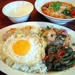 バーン・キラオ - 料理写真:牛肉かけご飯タイラーメンセット(デザート・サラダ付)