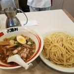 大勝軒 - 割りスープも先に出される 2017.3