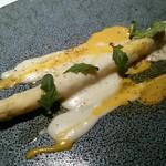 64424106 - フランス産ホワイトアスパラガス チーズのソース