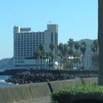 64425891 - 私が運転する車内から、奥さんが撮影した『サンハトヤホテル』。初見と言うことで、実にワクワクした。