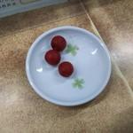 64426181 - (2017年3月 訪問)小梅はセルフで食べられます。残すのは厳禁、食べられる分だけ取りましょう。