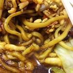 64426576 - (2017年3月 訪問)太麺に揚げ玉、キャベツ、ニンジン、ネギ等々。確かにつゆがあっても焼きそばを感じる味わい。でも焼きそばよりも優しい口当たりで食べやすい。
