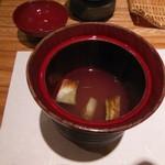 すし瀬名波 - エシャロットと白葱の吸い物