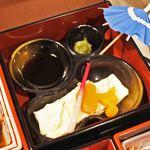 SNOOPY 茶屋 - 生湯葉の上にスヌ形のにんじん。湯葉って普段あまり食べることがないので嬉しいね。わさび醤油を付けてお豆腐のお刺身みたい。