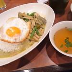 64433669 - ランチのグリーンカレーとスープ。美味しいです!
