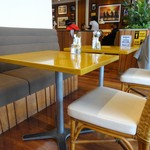 エイチビー - テーブル席