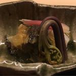 64436085 - 蝦夷鮑はプルプルといい柔らかさ。炊いているとのこと。土佐酢は酸もしっかりで甘みも感じるもの。