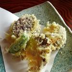 蕎麦処 多賀 - シイタケの天ぷら650円(メニュー外)