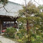 蕎麦処 多賀 - お庭は良く手入れされています。
