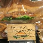 パン屋のオヤジ - ハム&チーズのミルフィーユカツ250円