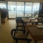 SOBA CAFEゆうひ - 店内は明るくカフェの雰囲気