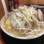 ガッツリラーメン 暁 - 味噌ラーメン:麺も野菜も大盛り