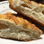 マイン - クリームチーズメロンパンの断面