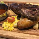 肉が旨いカフェ NICKSTOCK - お肉は150gあります。さすがの迫力!