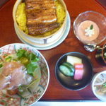 Izuei - せいろ、(膳小鉢、サラダ、鰻せいろ蒸し、香の物、水菓子)