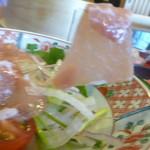 Izuei - たっぷりの量のサラダ