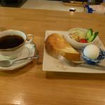ポンポンマム - ブレンドコーヒーとモーニングサービス