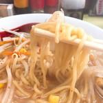 どさん子 - 味噌ラーメン麺リフト