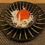 東京チャイニーズ 一凛 - 釜揚げしらす 紹興酒漬けした卵黄と1