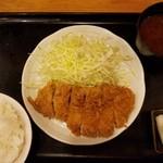 とんかつまるや 新橋烏森口店 - ロースカツ定食(700円)