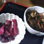 昼どき亭 - 小鉢と漬物(2017年3月21日撮影)
