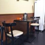 昼どき亭 - テーブル席(2017年3月21日撮影)