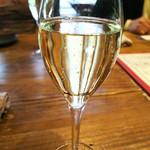 64463678 - 乾杯のスパークリングワイン