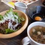 エスタジ グリル&ビア Brick St.店 - サラダとスープ(ローストビーフランチ)