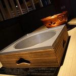 しゃぶしゃぶすき焼き ふうふう亭 縁席 - テーブルに鍋と七輪が同時に置けます
