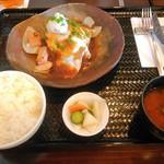 64467318 - 近江牛ハンバーグランチ(数量限定)+ベーコン目玉焼き