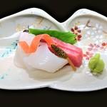 gionkawakami - 『お造り』~!! 舞鶴産の本マグロ、青森産のヒラメ、和歌山産のコウイカの3種盛~!!つくしんぼ添え~♪( ^o^)ノ
