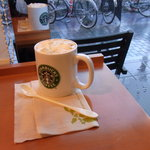 スターバックス・コーヒー - 窓際の席