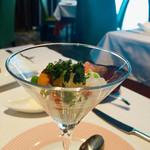 64470246 - 新玉ねぎのブラマンジェとトマトのグラニテ うに添え                       仲良しレビュアーさんオーダーの前菜。                       フォトジェニックだったので撮らせてもらいました♫