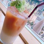 カフェ楓荘 - アイスミルクティー.たっぷり.