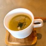カフェ クウワ - 緑豆系ポタージュ