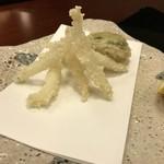 懐石 辻留 - 魚を立てる様な立体的な盛り付け