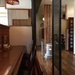 ヒマラヤン - カウンター席、テーブル席ございます店内。
