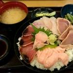 64475159 - 三色丼