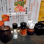 焼き鳥食べ放題×個室居酒屋 ささのや茶々  - 卓上に常備された調味料類