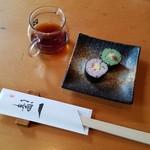 手打蕎麦 一澤 - 突出しの「蕎麦寿司」からスタート