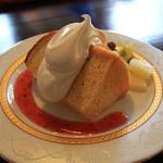 櫻舘 - 料理写真:櫻シフォンケーキ