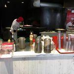 PIZZERIA SPONTINI - なお、スポンティーニでは、大きな釜を使った上に生地の中に油を注ぎ入れることで揚げ焼きにして調理しているようです。