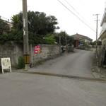 ピナコラーダ - この道を入ると、左手にあります。
