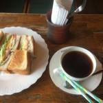 64480558 - カナディアンサンドイッチ&ホットコーヒー