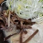 元祖博多中州屋台ラーメン 一竜 - この、きくらげが美味しいですね