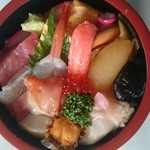 福寿司 - ネタの下には、また違うネタが隠れている豪華なちらし寿司です。