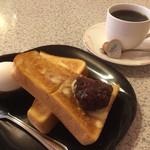 バンブー - 料理写真:ブレンドコーヒー350円と小倉トーストのモーニング