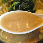 釜利家 - 濃厚豚骨醤油ラーメン680円+のり増し50円(スープ)